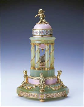 1910 Colonnade Egg by Fabergé (Royal Collection Trust © Her Majesty Queen Elizabeth II, 2013)