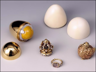 Golden Egg and Chicken (Courtesy The Danish Royal Collections, The Amalienborg Museum)
