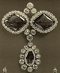 Fersman Plate LXXXVII: Emerald Sévigné Brooch No. 165