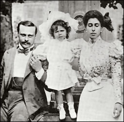Princess Elisabeth with Her Parents Grand Duke Ernst and Princess Victoria Melita (Courtesy wiki)