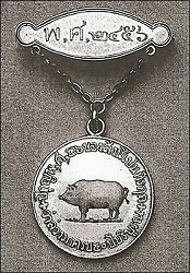 Gold, One Pig, Gold Brooch Bar (Courtesy Spink)