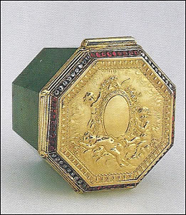 Octagonal Box (Courtesy Virginia Museum of Fine Arts)