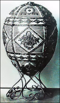 1903 Royal Danish Egg and 1909 Alexander III Commemorative Egg (Courtesy Tatiana Fabergé)