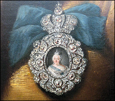 Portrait badge of Empress Elizabeth Petrovna (1741-1761). Detail of the portrait of Countess N. D. Razumovskaia by Hauser 1746. Courtesy Wikipedia.