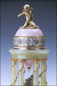 Colonnade Egg by Fabergé (Royal Collection Trust © Her Majesty Queen Elizabeth II, 2013)