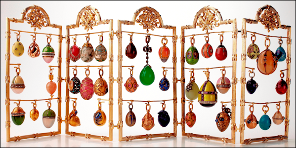 Folding Screen with Fabergé and Other Pendant Eggs (Courtesy Photograph © David Hall, Hessischen Hausstiftung, Eichenzell, Germany)